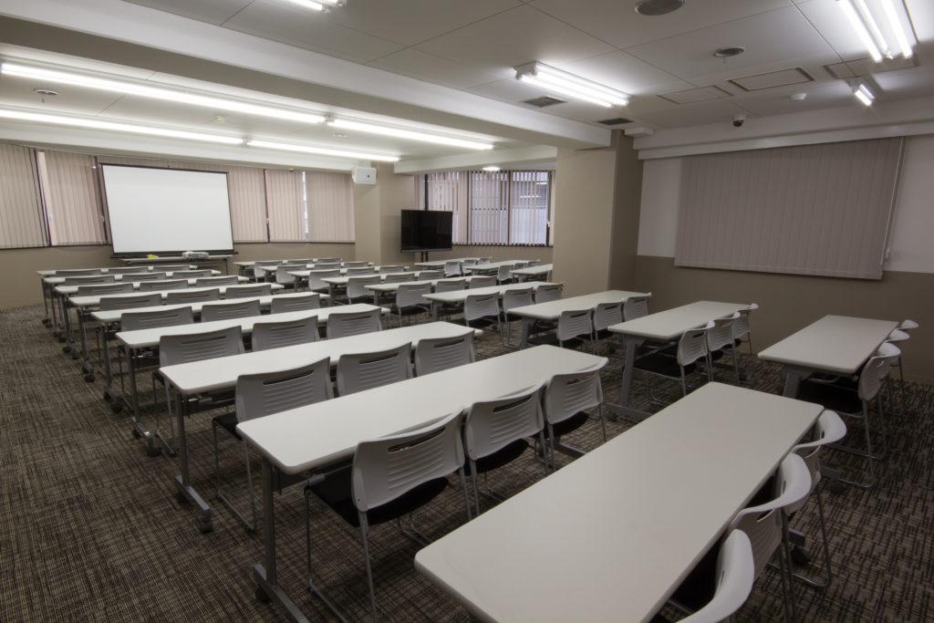 4階「最大70名着席可能 幅広いニーズに応えるセミナールーム」