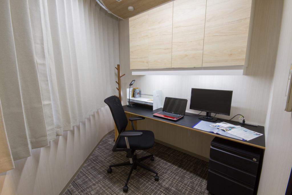 個室1「完全個室 エアコン完備 私だけの居心地いいオフィス」